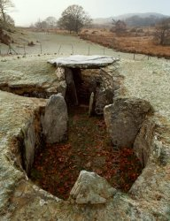 Click to a larger version of Capel Garmon Burial Chamber, Conwy (Cadw): photo © Mick Sharp