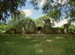 Click to a larger version of Wayland's Smithy Long Barrow, Oxfordshire (English Heritage): photo © Mick Sharp