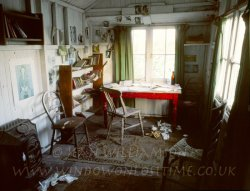 Click to a larger version of Dylan Thomas' Writing Shed, Laugharne (Carmarthen District Council): photo © Jean Williamson
